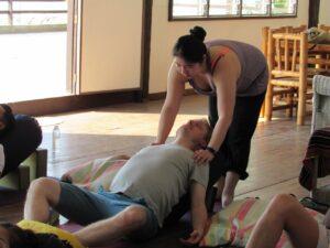 Maylin adjusts student